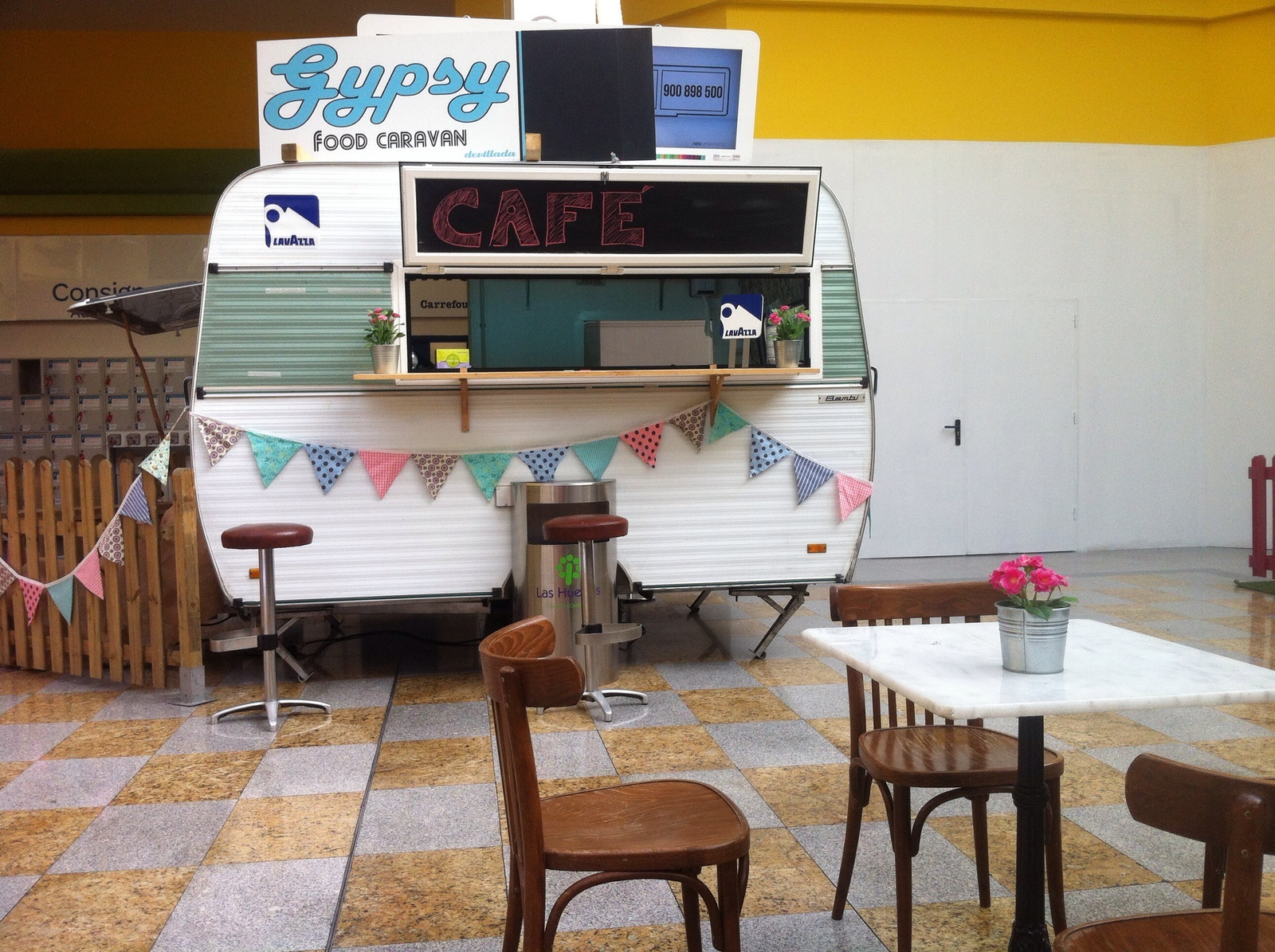 Gypsy Food Caravan en Carrefour